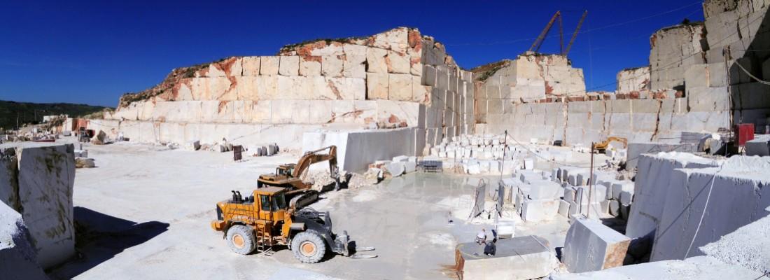 La lavorazione in cava del marmo perlatino